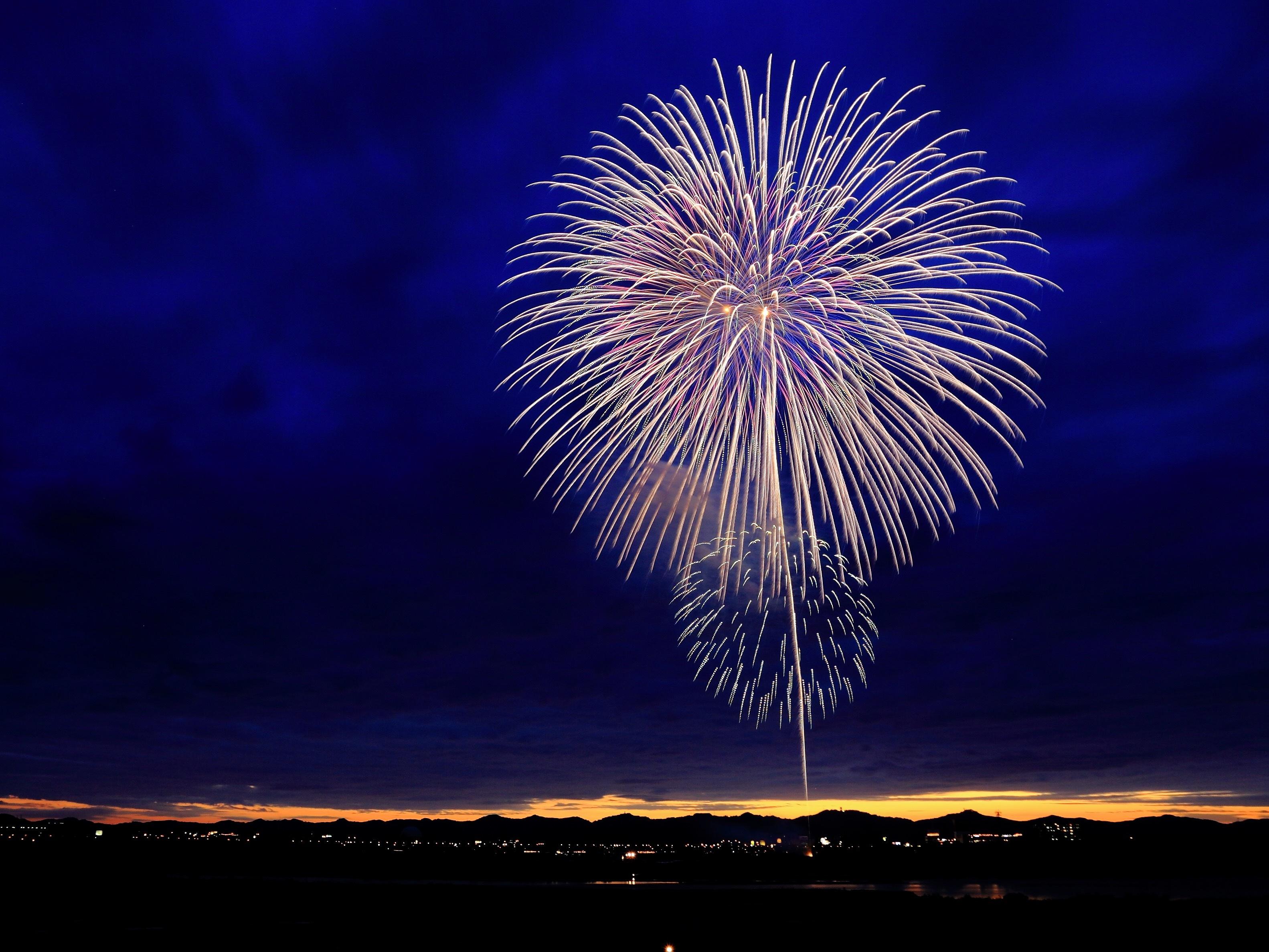fireworks-on-dark-sky
