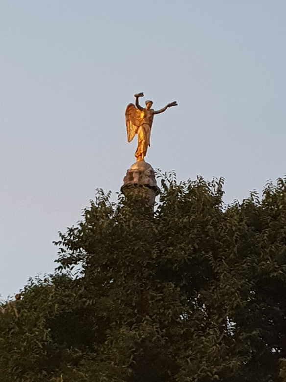 Statue taking a dive!